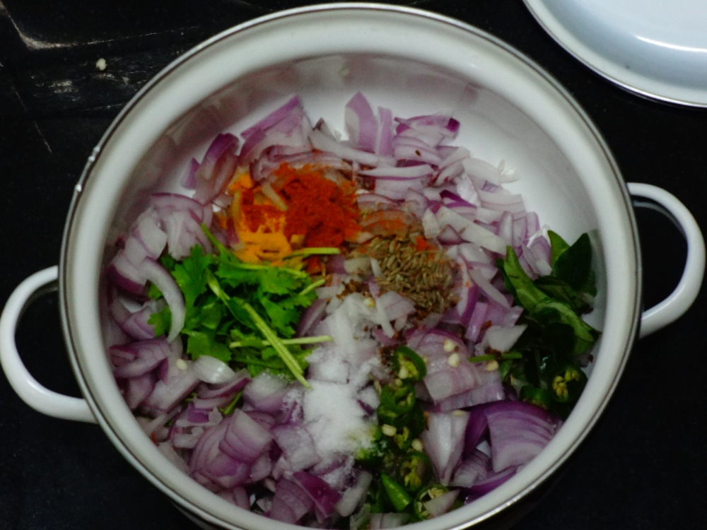 Onion Pakoda Ingredients