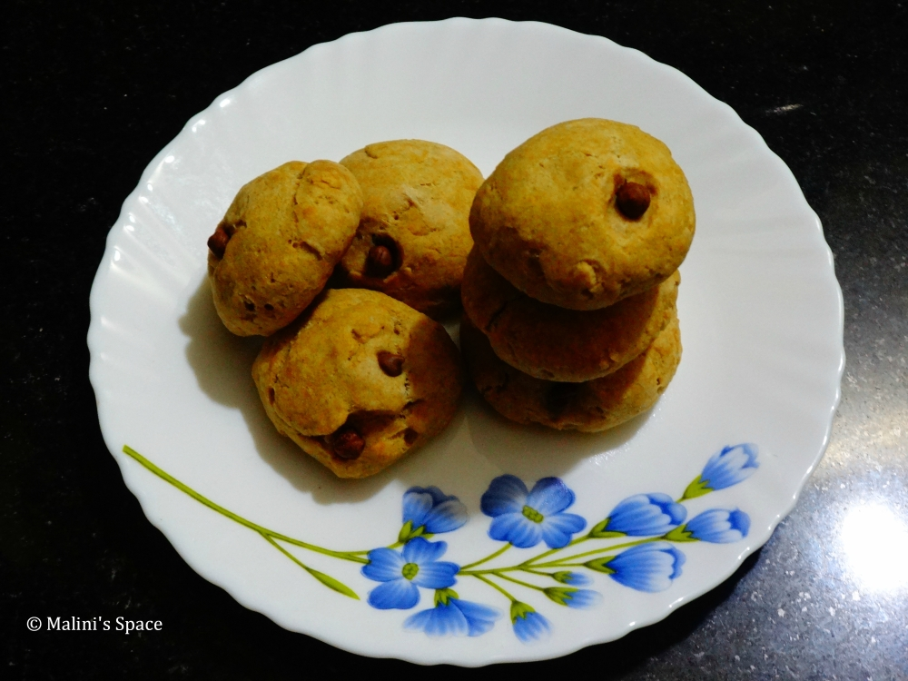 Egg-less wheat choco chips cookies
