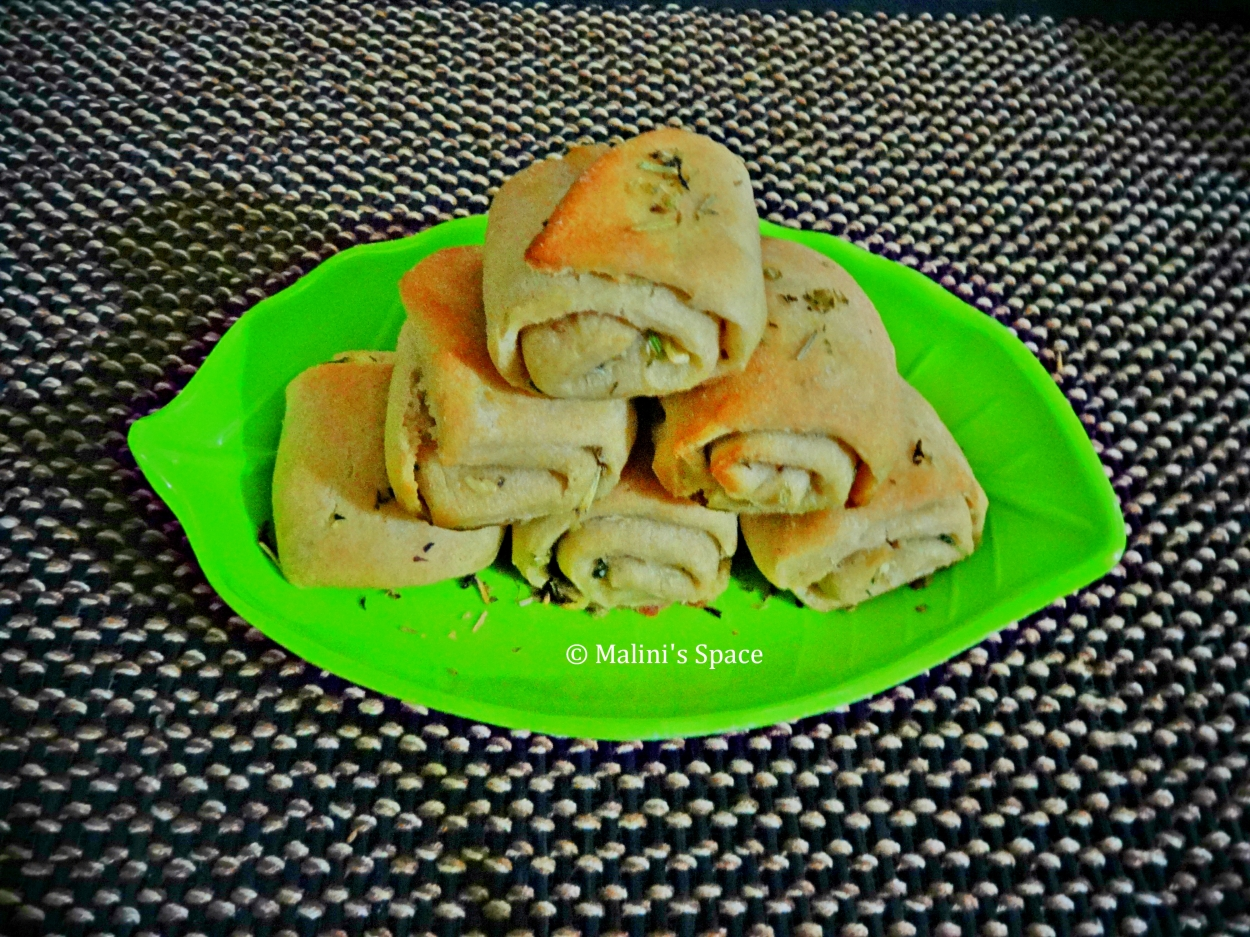 Wheat Garlic Bread Roll (Eggless)